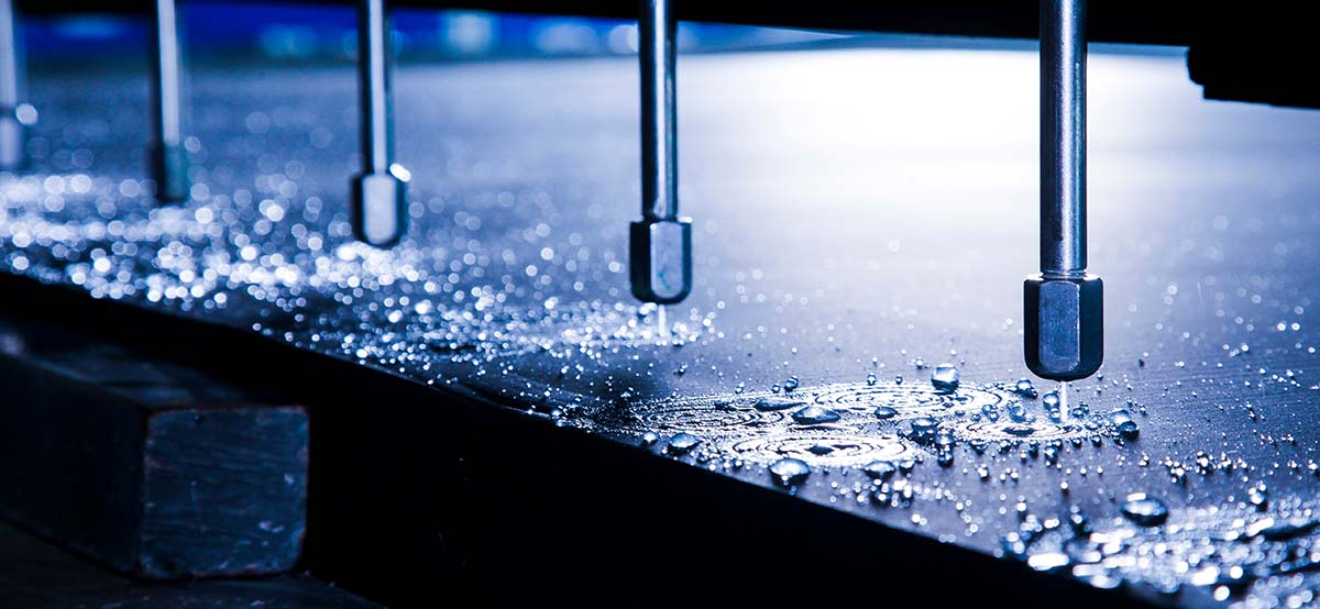 Maschine beim Wasserstrahlschneiden